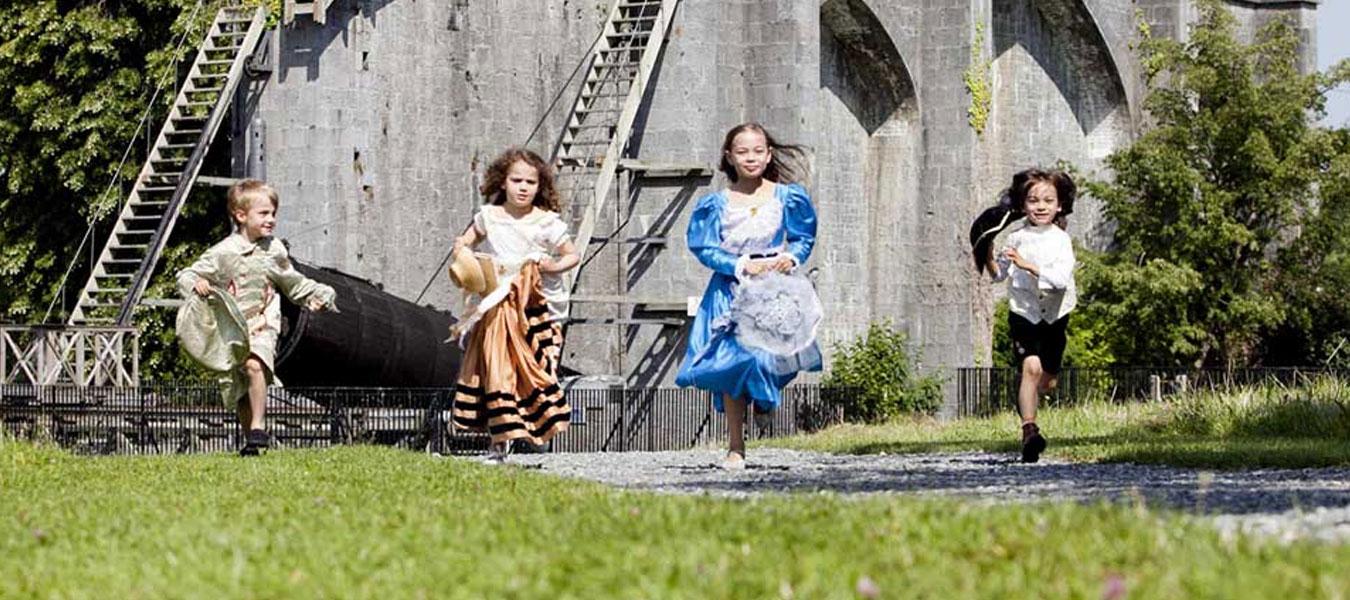 heritage-week-birr-telescope-kids-running